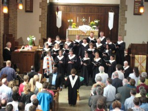 The adult choir sings most Sundays in our 10:30 worship. Robes are worn for festival Sunday worship services.
